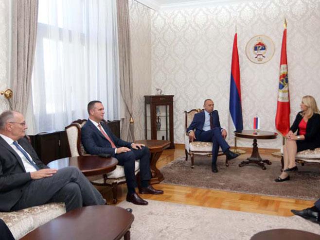 Cvijanović sa delegacijom AP Vojvodina (Foto: RTRS)
