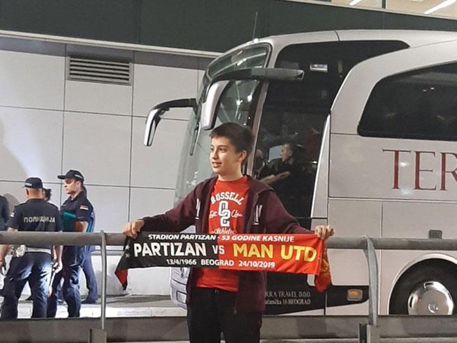 Navijači dočekali fudbalere Mančester Јunajteda