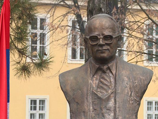 Споменик Николи Кољевићу (Фото: РТРС)