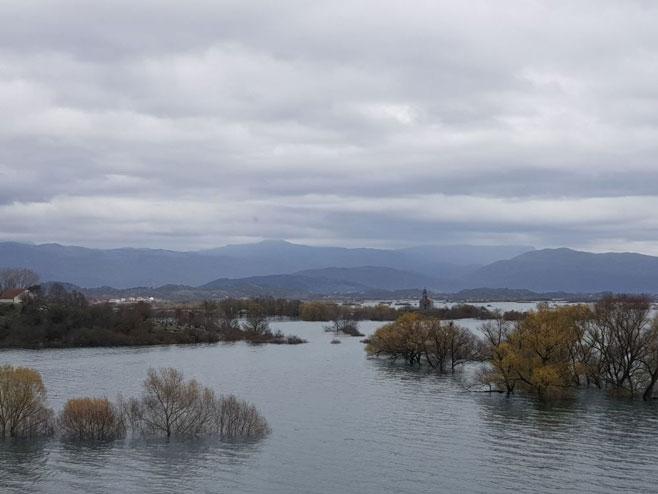 Језеро дубоко 15 метара освануло усред села код Никшића (фото:Sputnik/Небојша Поповић)