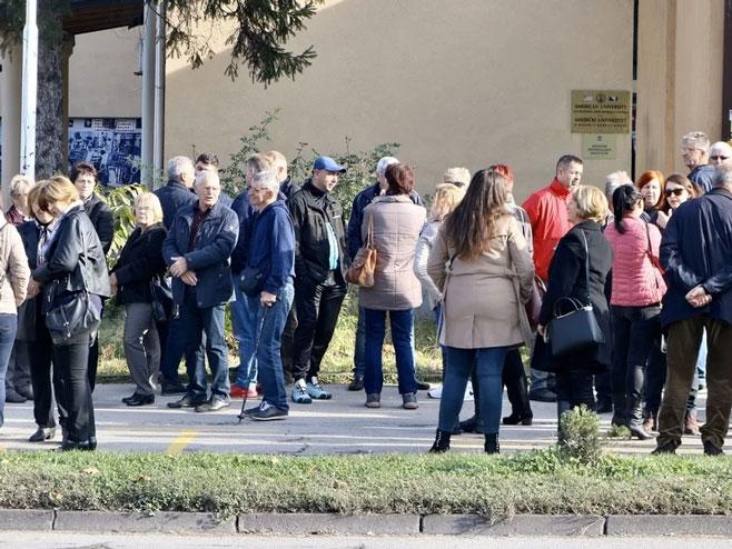 Грађани пред кантоналном скупштином