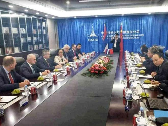 Састанак са представницима компаније КАТИК (Фото: Влада Српске)