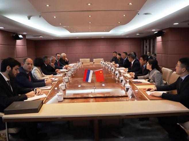 Састанак са представницима компаније АВИК (Фото: Влада Српске)