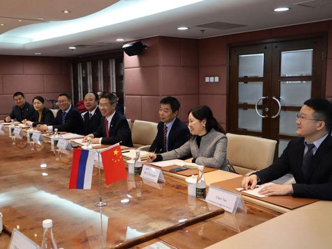 Sastanak sa predstavnicima kompanije AVIK (Foto: Vlada Srpske)