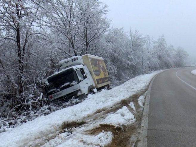 """Камион фирме """"Кандит"""" (фото: RTV Sana)"""