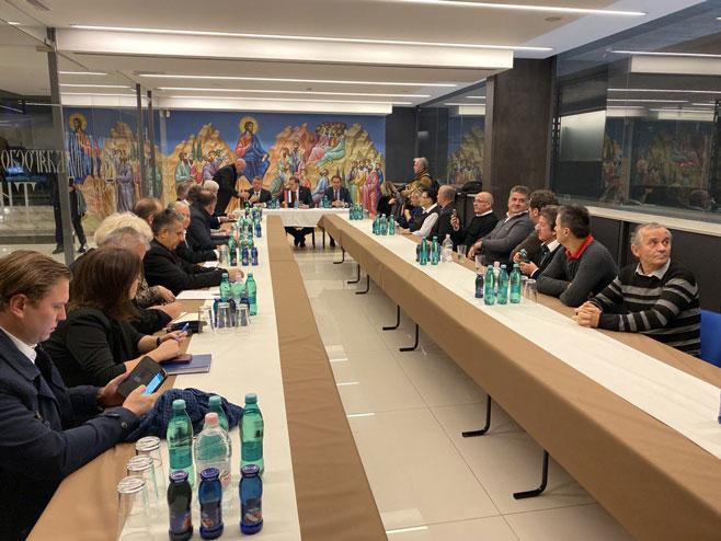 Милорад Додик са представницима Срба - Фото: СРНА