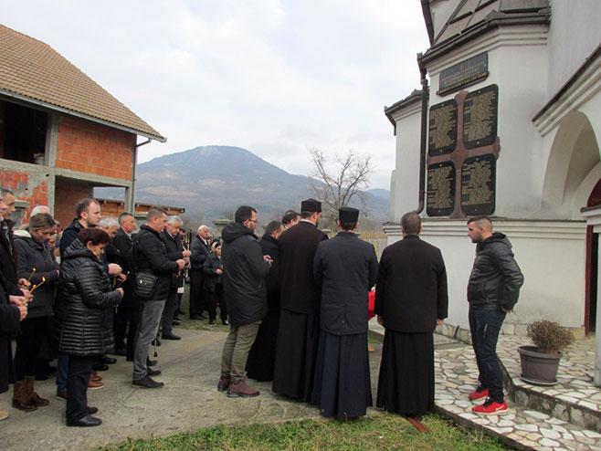 Služen parastos za 109 ubijenih Srba iz Bjelovca, Foto: Srna