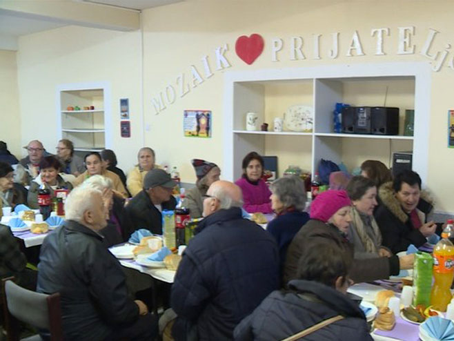 Јавним кухињама 49 000 КМ - помоћ добија и Црвени крст Власеница
