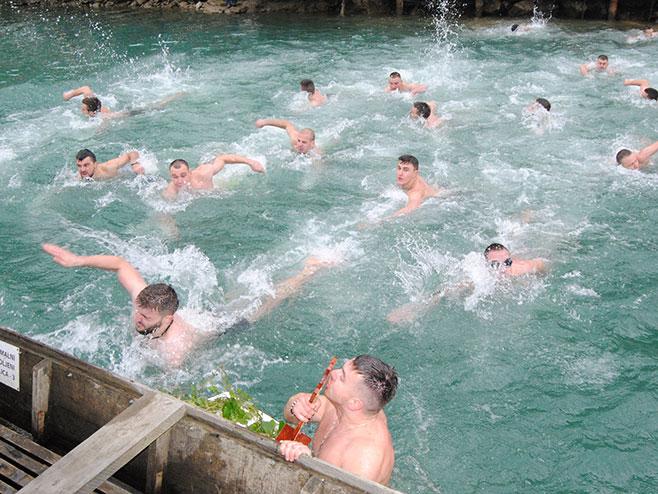 Зворник -Пливање за Часни крст (Фото: СРНА)