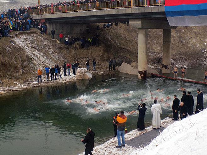 Источна Илиџа: Пливање за Часни крст (Фото: СРНА)