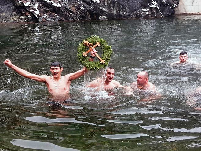 Петрово: Пливање за Часни крст (Фото: СРНА)