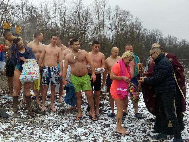 Марина Собољева прва допливала до Часног крста на Укрини