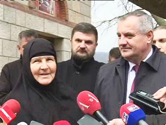 Радован Вишковић и монахиња, Фото: РТРС