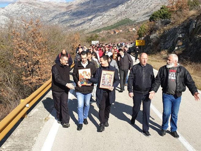 Hiljade vjernika u litiji od Mrkonjića do Trebinja (foto: trebinjelive.info)