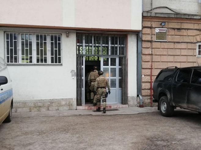 Претреси у КПЗ Фоча (Фото: РТРС)