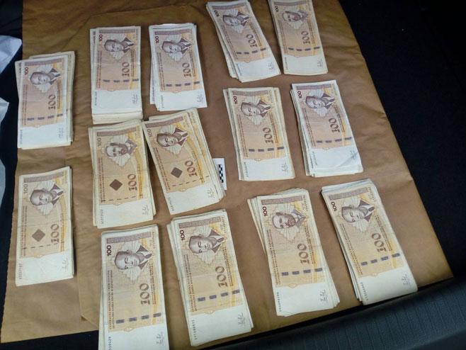 Запљена новца (Фото: РТРС)