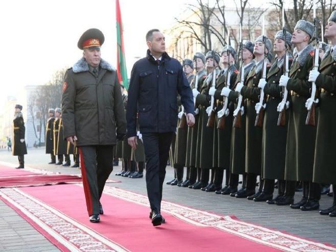 Вулин и Хренин (фото: Министарство одбране Србије)