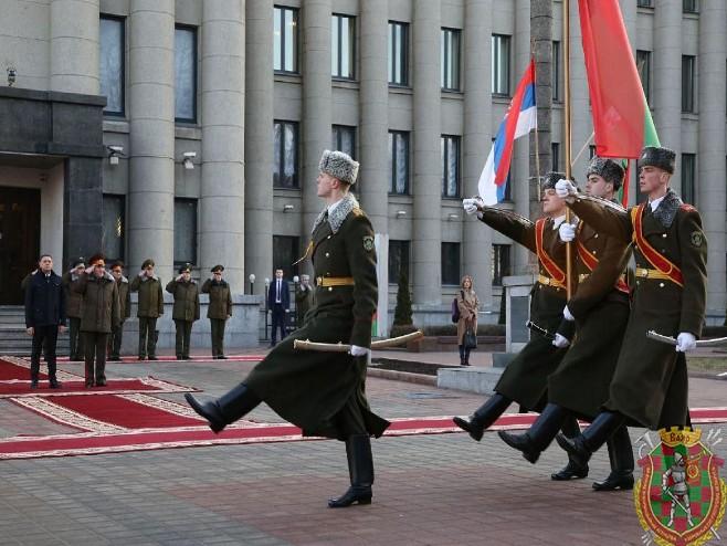 Дочек Вулина у Минску (фото: Министарство одбране Србије)