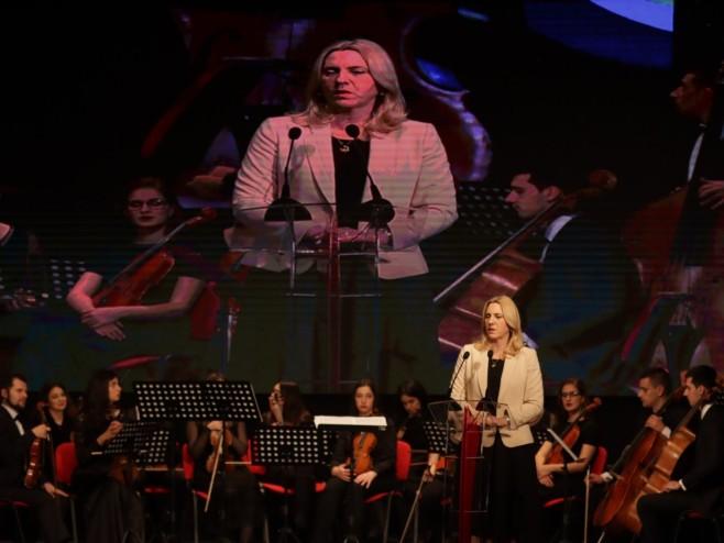 Željka Cvijanović na svečanoj akademiji u Brčkom, Foto: RTRS