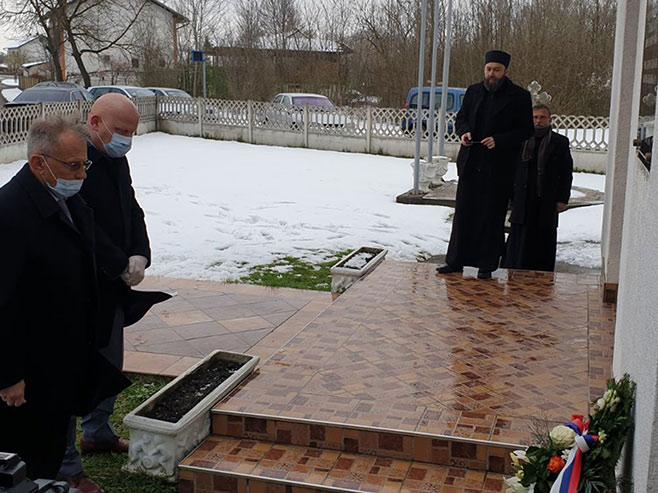 У Сијековцу служен парастос (Фото Срна)