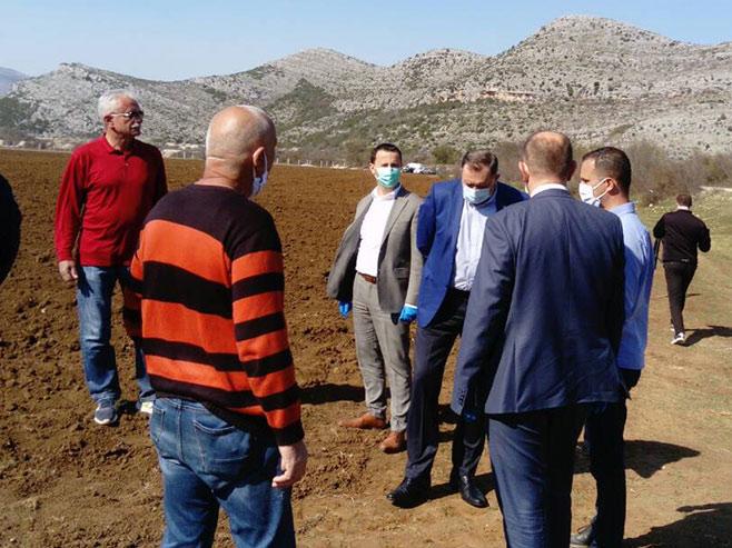 Dodik na gradskom poljoprivrednom imanju (Foto: RTRS)