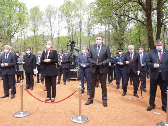 Donja Gradina-delegacija Srpske (Foto: RTRS)