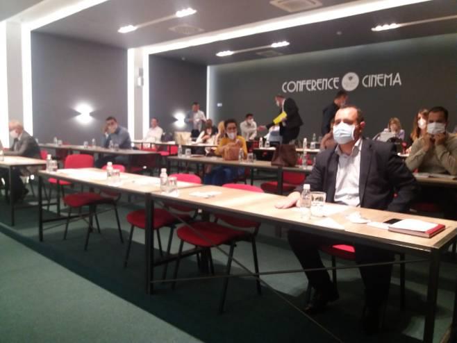 """Требиње: Конференција """"Интернационализација-бизнис рестарт"""" (Фото: СРНА)"""