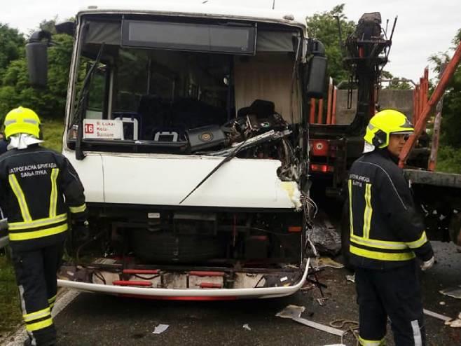 Судар аутобуса и камиона код Бањалуке (фото: FB/Vatrogasna brigada Banjaluka)