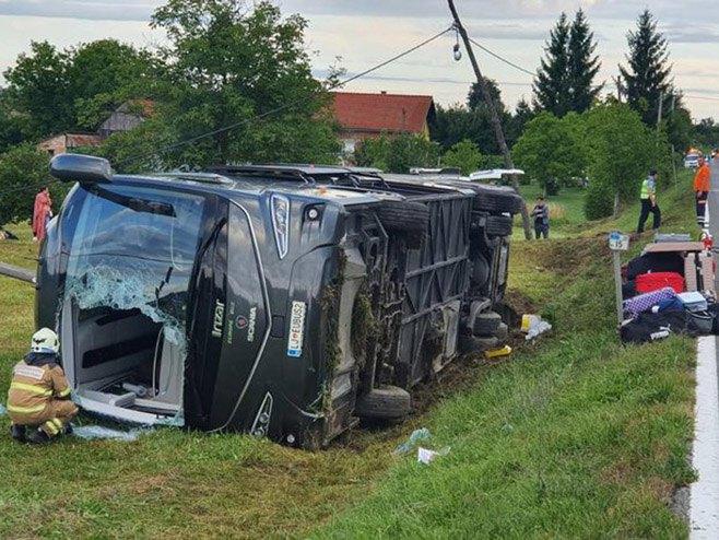 Kod Karlovca se prevrnuo slovenački autobus (foto:KAportal)