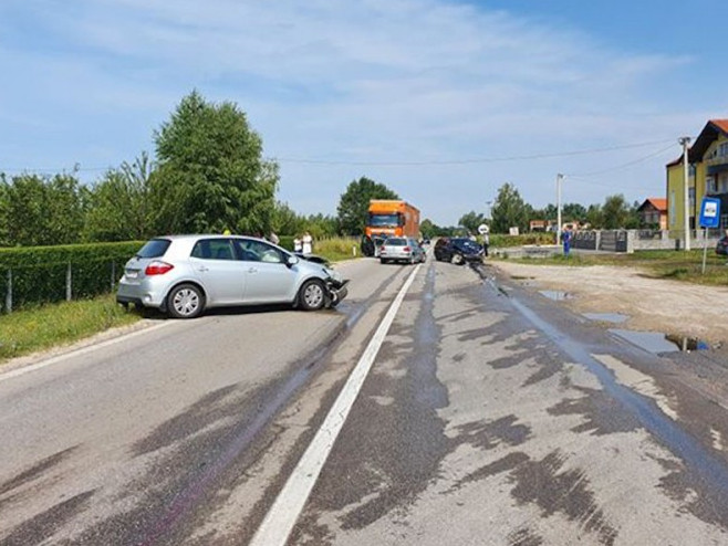 Sudar više vozila na putu Prijedor - Banjaluka, ima povrijeđenih (Foto: InfoPrijedor)