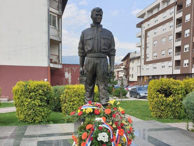 Пале: Скулптура Срђана Кнежевића (Фото: СРНА)