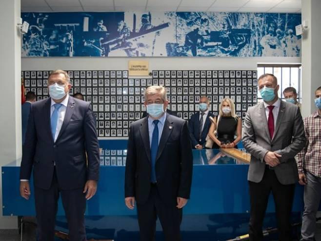 Dodik posjetio Spomen sobu palim borcima (foto: argumenti.rs)