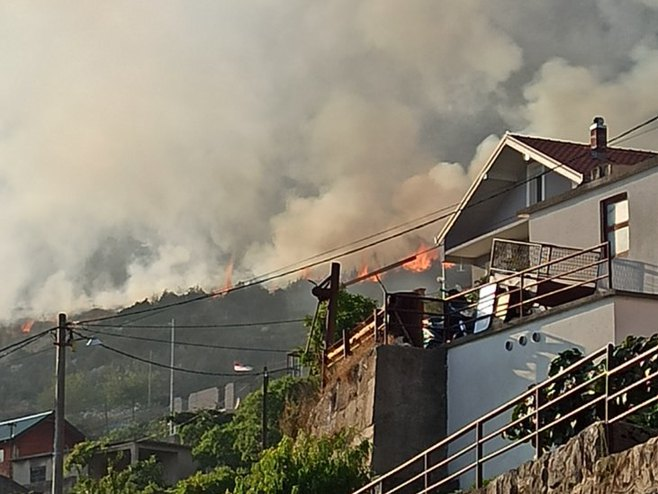 Sinoćni požar (Foto: RTRS)