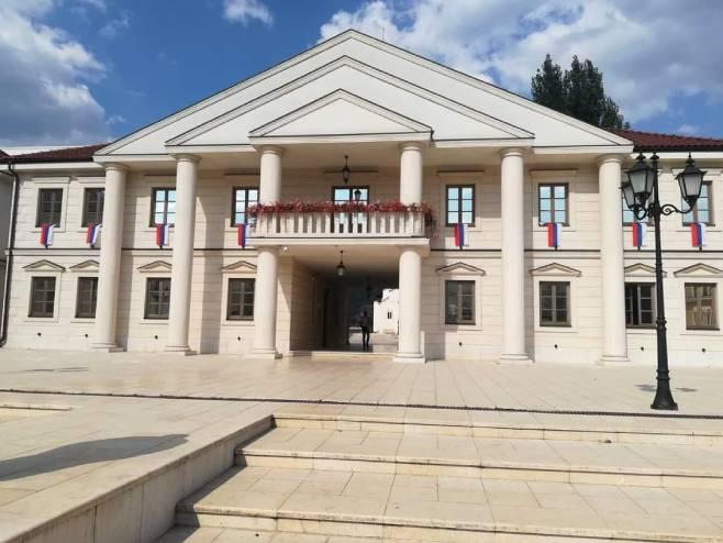 Вишеград је окићен заставама Републике Српске и Србије, Фото: СРНА