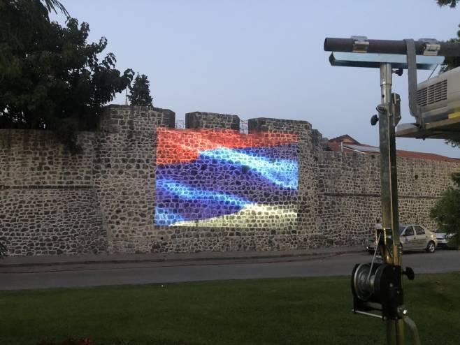 Trebinje - zidine Starog grada u bojama srpske trobojke, Foto: SRNA