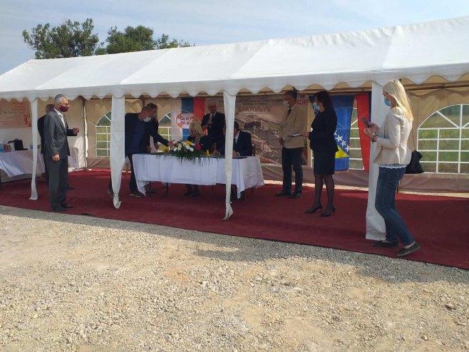 ОПИС: Потписивање споразума-Мост Вратољуб (Фото: РТРС)