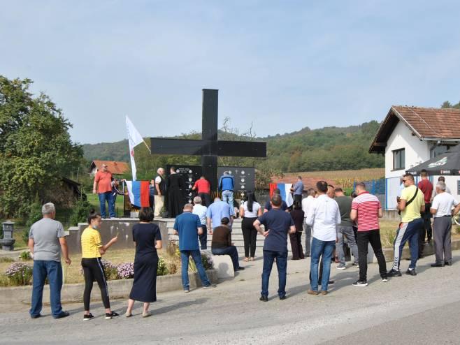 У зворничком насељу Челопек данас су освештане спомен-плоче - Фото: СРНА