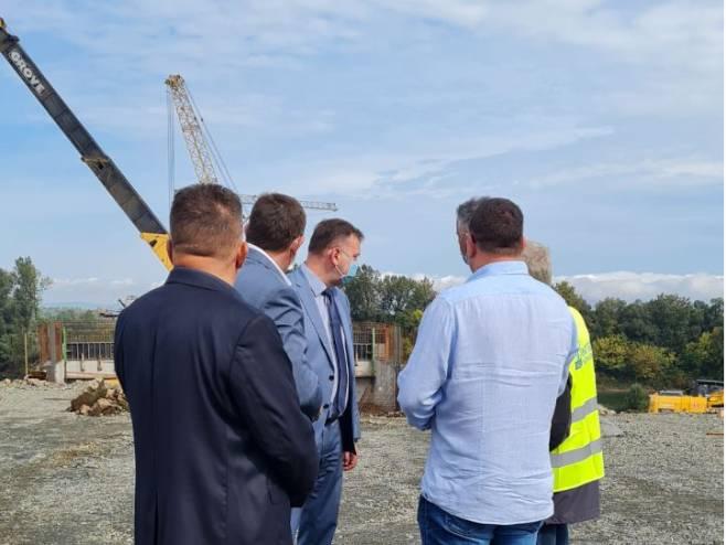 Званичници обишли радове на изградњи новог моста (Фото: РТРС)