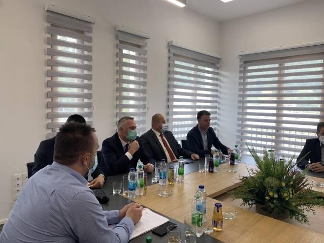 Министар Пашалић у Источном Дрвару (Фото: РТРС)