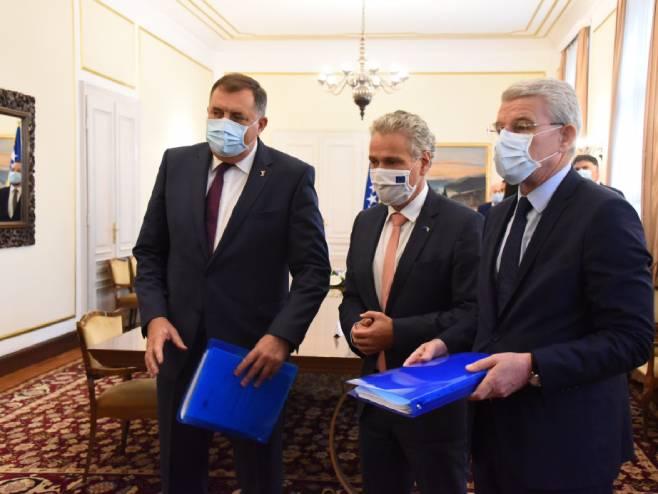 Сатлер уручио Џаферовићу и Додику извјештај о напретку (фото: M. Kadrić) -