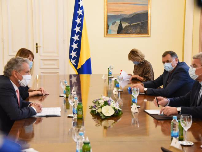 Сатлер уручио Џаферовићу и Додику извјештај о напретку (фото: M. Kadrić)