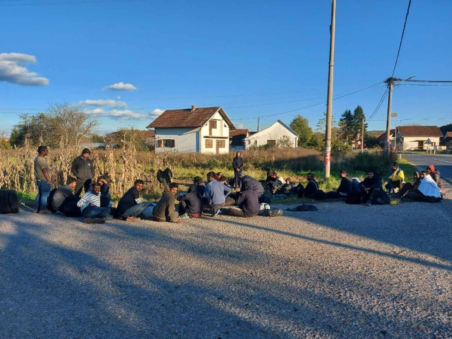 Migranti u Kozarskoj Dubici - Foto: RTRS