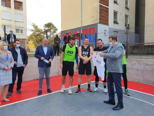 Промоција новог спортског терена у насељу Анте Јакић (фото: РТРС)
