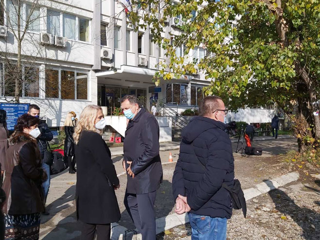 Dodik u obilasku Poliklinike (Foto: RTRS)