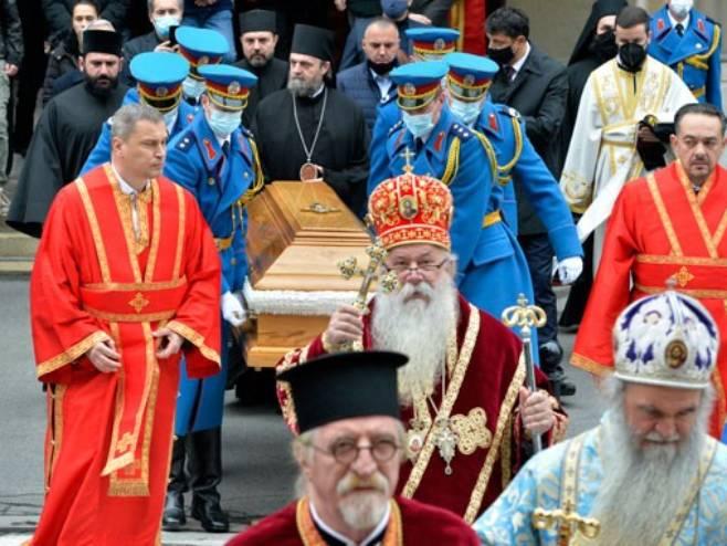 Kovčeg sa tijelom patrijarha prenet u Hram Svetog Save (foto: Tanjug / Rade Prelić)