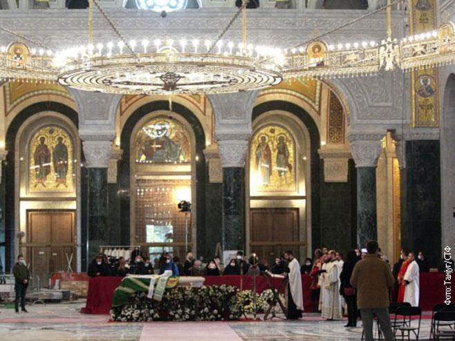 Tijelo patrijarha Irineja u Hramu Svetog Save (foto: Tanjug)