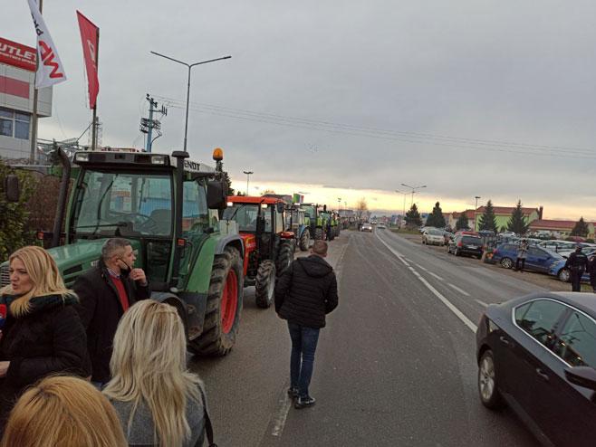 Protest poljoprivrednika na Rači