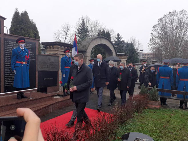 Polaganje vijenaca na Spomenik palim borcima VRS (Foto: RTRS)