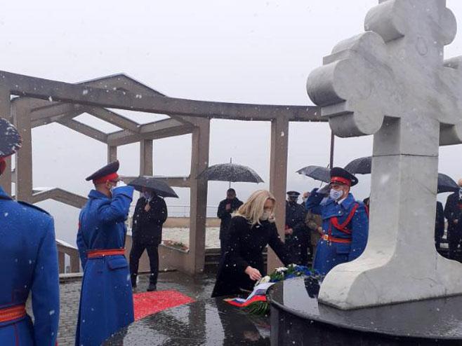 Cvijanović položila vijenac na Novom groblju (Foto: RTRS)