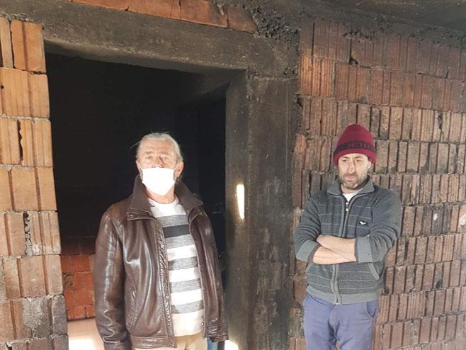 Derventa - Cerani zapaljena kuća (foto: RTRS)